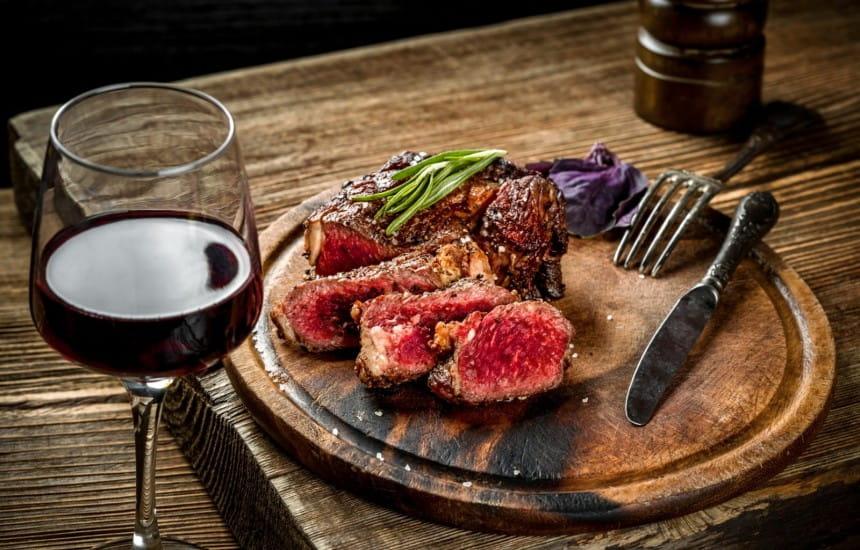 Các loại rượu vang tốt nhất cho bít tết, thịt cừu và thịt đỏ khác