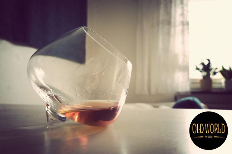 Cognac thường được thưởng thức trong một chiếc cốc tròn,