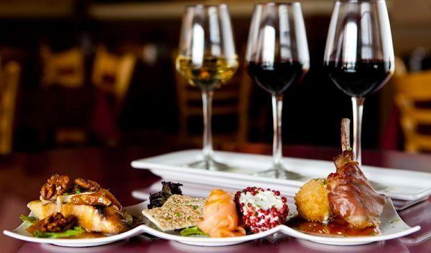 Kiến thức cơ bản về cách kết hợp rượu vang và món ăn
