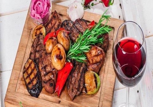 Rượu vang kết hợp với thịt nướng