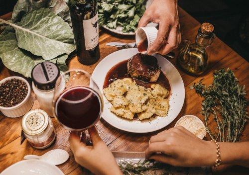 Kiến thức cơ bản về kết hợp rượu vang và thức ăn