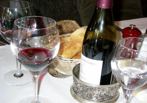 Table Wine là gì? Sự khác biệt giữa rượu vang để bàn và rượu vang thông thường là gì?